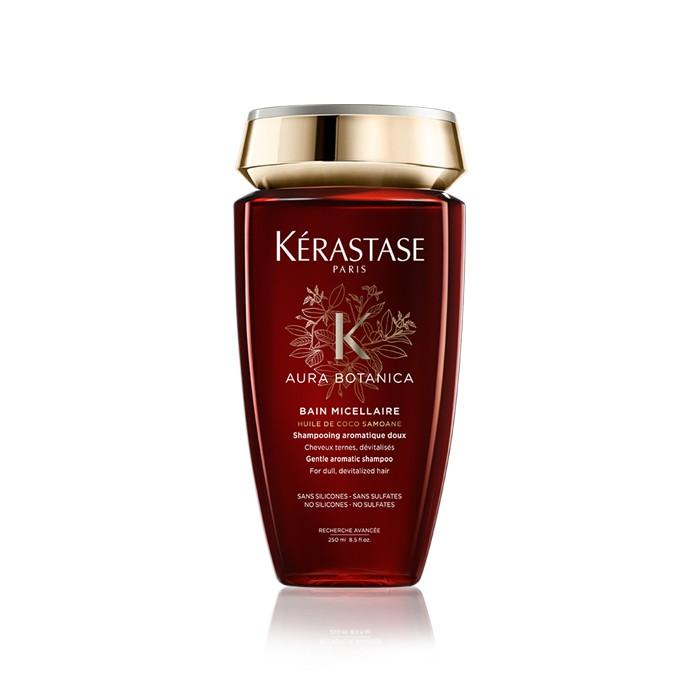 Kerastase Aura Botanica è lo shampoo naturale al 98% arricchito con olio di argan, e olio di cocco. Un bagno di luce e idratazione per i tuoi capelli sensibilizzati!