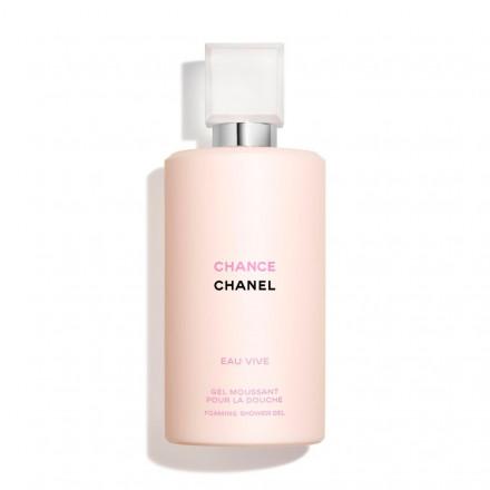 Ritagliati un momento Comfort con il gel moussant pour la douche Chance di Chanel, lasciati avvolgere dalle note fiorite-agrumate per rigenerare la tua mente e dalla sua schiuma nutriente che lascerà la tua pelle morbidissima.