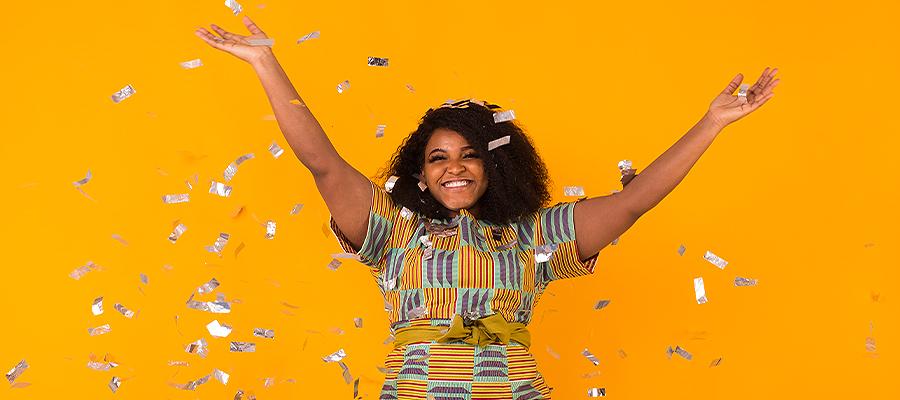 donna che festeggia